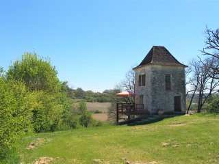 Romantic tower in deep countryside - Dorgodne border, Parranquet