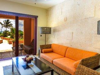 El Faro Coral 105 Resort-Style Condo Rental