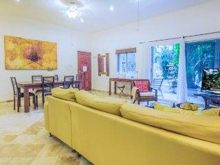 Ideal Ground Floor Condo, just steps to La Quinta Avenida and The BEACH, Riviera Maya
