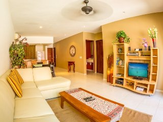 Ground Floor home at The Meridian!, Playa del Carmen