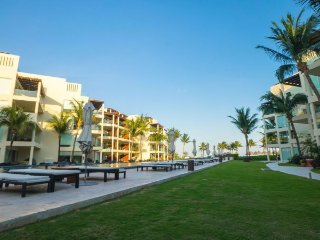 Private 2 bedroom condo with Private Beach Club