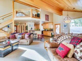 Dog-friendly mountainview home w/ shared hot tub/pool/sauna - close to skiing!