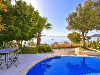 Villa Kertenkele, Private Beach area and pool
