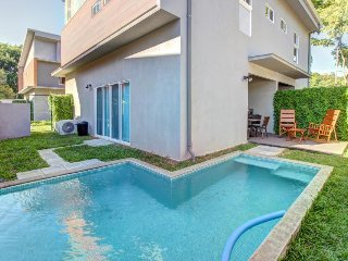 Modern townhouse w/ private pool & easy beach access - dogs ok!