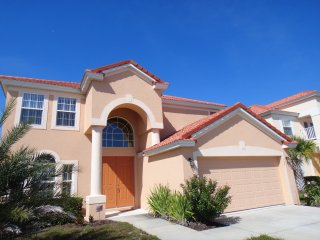 Disney Area Villa, Newly Furnished in Gated Aviana Resort with Pool, Spa, Wi-Fi, Orlando