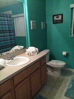 Full Bathroom between Twin Bedrooms