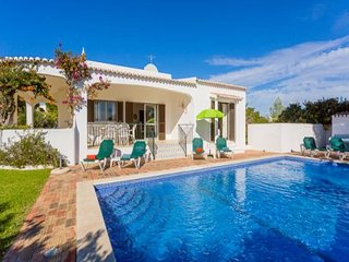 4 bedroom Villa in Carvoeiro, Algarve, Central Algarve, Portugal : ref 1717025