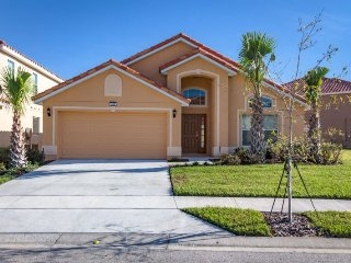 Brand new, 4 bedroom resort home with pool,and game room- just 10 miles to Walt