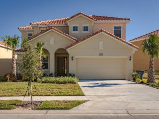 Sleep 16 in this 6 BR 5BA Aviana Resort vacation golfing home with private pool, Loughman