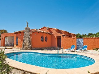 2 bedroom Villa with Pool and WiFi - 5698123