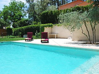 Gordes Holiday Home Sleeps 7 with Pool and Free WiFi - 5699993