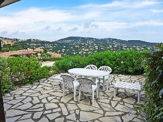Saint-Peire-sur-Mer Holiday Home Sleeps 6 with Pool and WiFi - 5700193