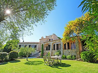 4 bedroom Villa in Saint-Raphaël, Provence-Alpes-Côte d'Azur, France : ref 50518