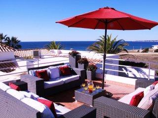 Villa Ventos do Mar II - 3 bedrooms, amazing sea views, only 50m to beach! Walk