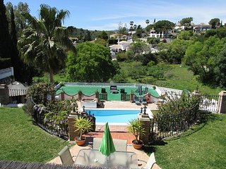 Private Luxury Villa, 2 apartments ( sleeps 9 ), with large pool, Jacuzzi