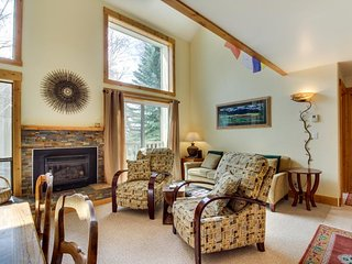 Elkhorn ski in / ski out condo w/ shared pool & hot tub! Walk to lifts!