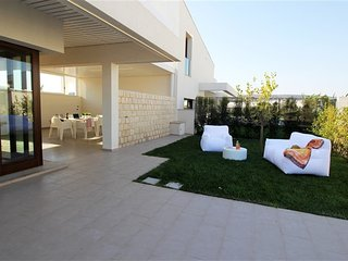 Holiday Villa with private swimming pool in prime location with all comfort, Marina di Ragusa