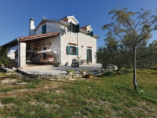 3 bedroom Villa in Sibenik, Northern Dalmatia, Croatia : ref 2045816, Lozovac
