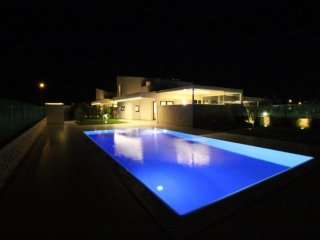 New and luxurious Holiday Villa with private Pool for up to 7