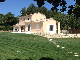 Villa neuve avec piscine a Saint-Remy-de-Provence