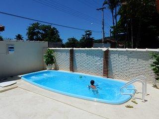 Casa com piscina, 4 suites, 5 banheiros, 4 vagas carros pequenos e churrasqueira