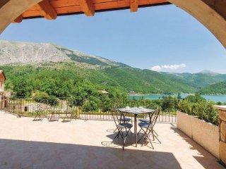 2 bedroom Villa in Lago di Scanno, Abruzzo, Italy : ref 2090587, Villalago