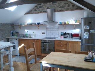 Fully equipped kitchen, integrated dishwasher, washer/dryer, fridge/freezer etc, all brand new.