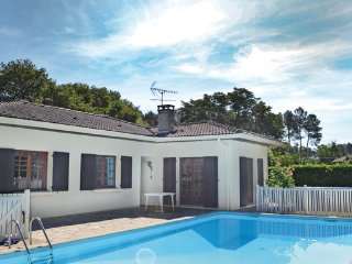 3 bedroom Villa in Garosse, Landes, France : ref 2183992