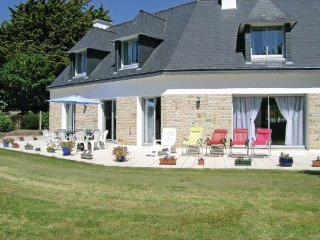 4 bedroom Villa in Fouesnant, Finistere, France : ref 2184388
