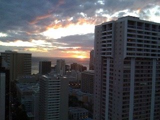 A Center of Waikiki, High floor w/ocean, mountain ,gold course views!