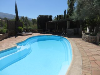 Mountain views / private pool / vineyard / abundant terracing