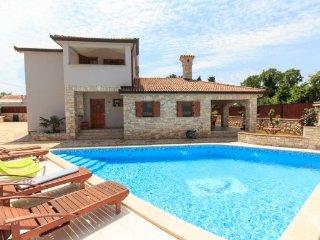4 bedroom Villa in Duga Uvala-Kavran, Duga Uvala, Croatia : ref 2219732