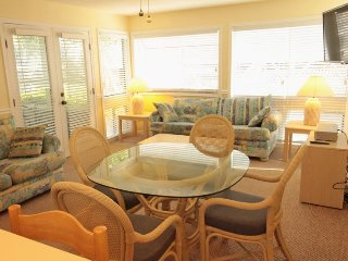 Great 2/2 Condo, 1st floor, 1 Block to the Beach..2 Pools, Tennis, clubhouse.. 10139, Myrtle Beach