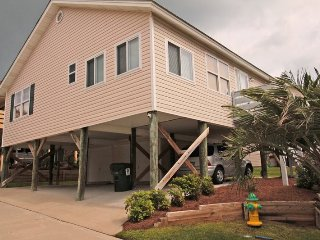 Awesome Family Vacation Cottage, 2 Blocks from the Beach, by Pool 9680, Arcadian Shores