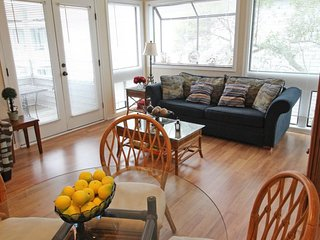 Awesome Vacation Condo-2 Pools, 1 Block to beach. 11343, Arcadian Shores