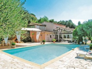 3 bedroom Villa in Tourves, Var, France : ref 2220586