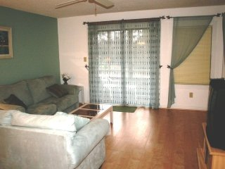 Awesome Condo- Beach Cabana-In and Outdoor Pools B16, Arcadian Shores