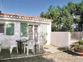 2 bedroom Villa in Ste Marie de Re, Charente Maritime, France : ref 2220828