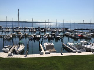 The Boat House II: Cozy Condo on Lake Charlevoix. Pool. Beach. Town.