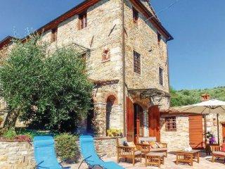 4 bedroom Villa in Pieve a Elici, Versilia, Italy : ref 2222100