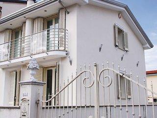 3 bedroom Villa in Viareggio, Versilia, Italy : ref 2222432