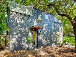 Stylish, Simple 2 Bedroom Home in South Central Austin