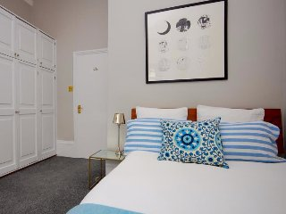 Colourful One  Bedroom Apartment in Notting Hill
