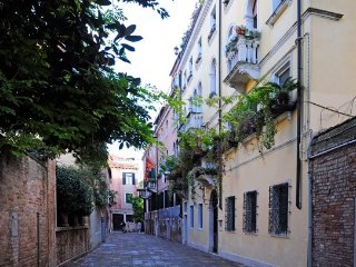 2 bedroom Apartment in Venice, Venezia, Veneto And Venice, Italy : ref 2230597