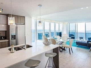 Crisp 3 bedroom Apartment with Top-Notch Views
