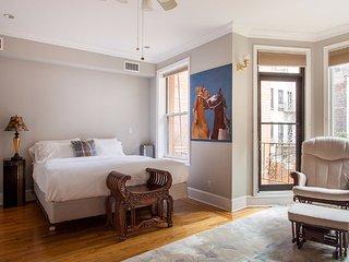 Spacious One Bedroom Apartment in Midtown East