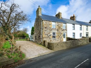 19 Madryn Terrace: A pretty stone end terrace cottage in Llanbedrog  (19MADR)