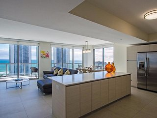 Stunning 3 Bedroom Apartment in Hallandale Beach