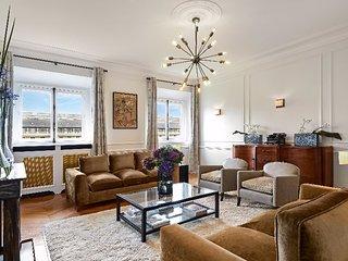 Lux 2 bedroom Apartment Near Palais Royal