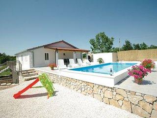 3 bedroom Villa in Makarska-Katuni, Makarska, Croatia : ref 2238608